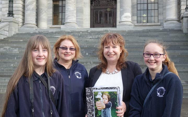 L-R: Imogen Yates-Aitken, teacher Ann Ruxton, Dunedin South and Labour MP Clare Curran, Caitlyn Petrie. Photo: RNZ / Mei Heron