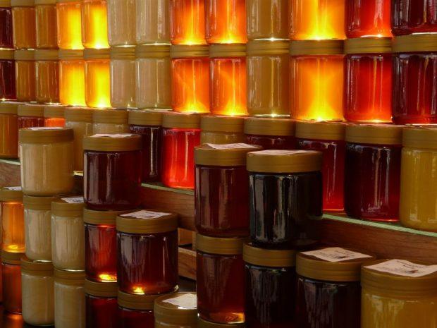 Jars of honey. Source: Pixabay