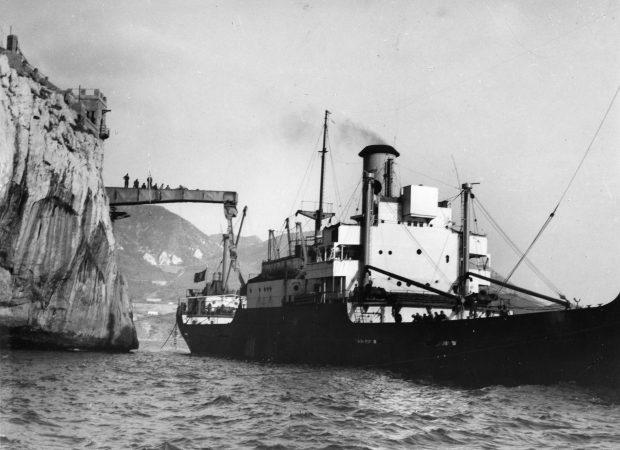 Porto Flavia - Ship loading - Courtesy ASM (Archivio storico Minerario, collezione digitale)