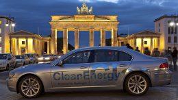 BMW Hydrogen 7 (E68), aufgenommen in Berlin, mit dem Brandenburger Tor im Hintergrund Christian Schütt at de.wikipedia