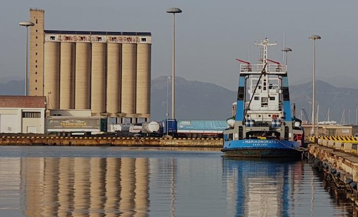 Cagliari port silo. Photo credit: onlynaturalenergy.com